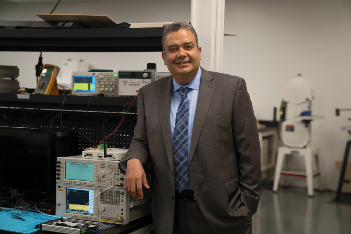 UCI Faculty Startup Addresses Broadband Scarcity with Innovative Radio Technology