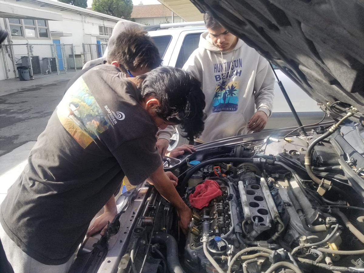 Local School's Auto Shop Program Gets Helps from Wayfinder Startup
